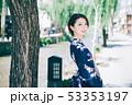 浴衣の女性と京都の街 53353197