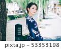 浴衣の女性と京都の街 53353198