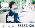 浴衣の女性と京都の街 53353429