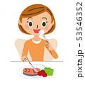 食事をする女性 53546352