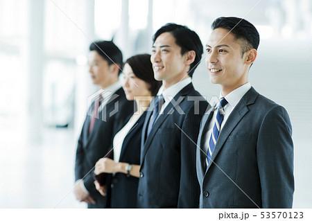 ビジネス オフィス ビジネスマン ミドル キャリア チーム 53570123