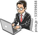 ノートパソコンを操作する管理職の男性 53599688