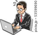 ノートパソコンを操作する管理職の男性 焦り 53599690