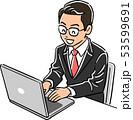 ノートパソコンを操作する管理職の男性 笑顔 53599691