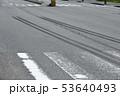 交通事故イメージ(ブレーキ痕) 53640493