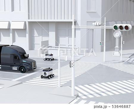 スクランブル交差点を通過する自動運転車と配送ロボットのイメージ。物流のコンセプト 53646887