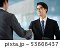 握手 ビジネスマン ビジネス 商談 契約 53666437