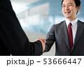 握手 ビジネスマン ビジネス 商談 契約 53666447