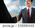 握手 ビジネスマン ビジネス 商談 契約 53666448