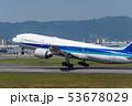 離陸する飛行機 53678029