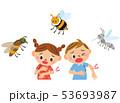 虫に刺される子供達 53693987