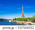 パリ エッフェル塔 セーヌ川の写真 53704032
