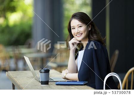 ビジネスウーマン 53730078