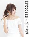 若い女性 ヘアスタイル 53802283