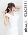若い女性 ヘアスタイル 53802284