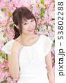若い女性 ヘアスタイル 53802288