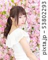 若い女性 ヘアスタイル 53802293