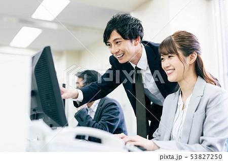 ビジネス オフィス デスクワーク 53827250
