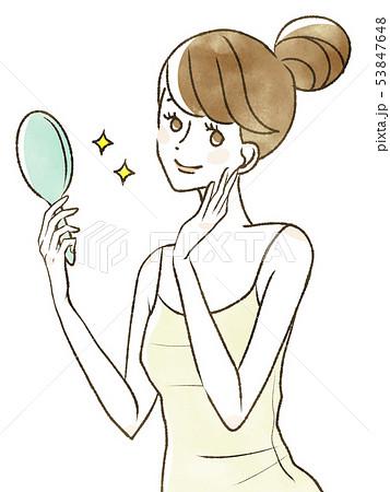 鏡を見て微笑む女性 53847648
