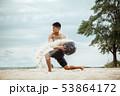 ビーチ 浜辺 男性の写真 53864172
