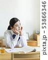 女性 女子 悩むの写真 53866346