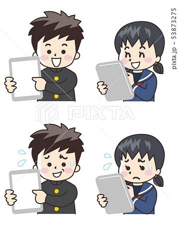 タブレットを使う中高生の男女 53873275