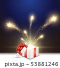 クリスマスのプレゼントと輝く星 53881246