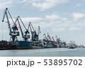 クレーン 港 船着き場の写真 53895702