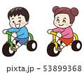 三輪車に乗った子供 53899368