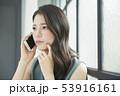 女性 ビジネスウーマン スマホの写真 53916161