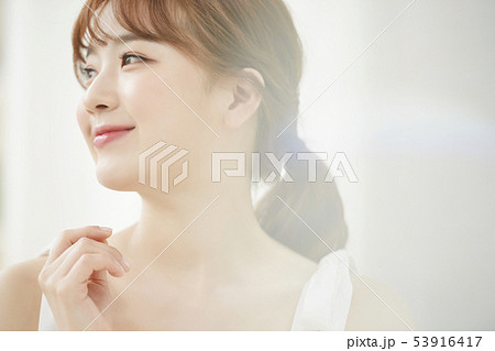 女性 ビューティー 53916417