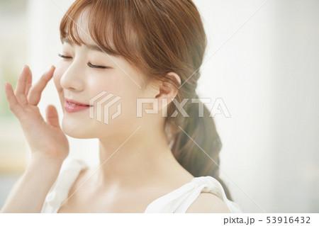 女性 ビューティー 53916432