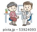 男性医師とシニア女性 53924093
