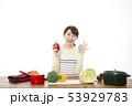 主婦 料理 53929783