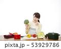 主婦 料理 53929786
