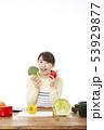 主婦 料理 53929877