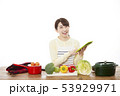 主婦 料理 53929971
