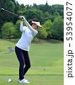 ゴルフ 女性 ゴルフ場の写真 53954077
