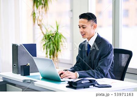 ビジネスマン 53971163