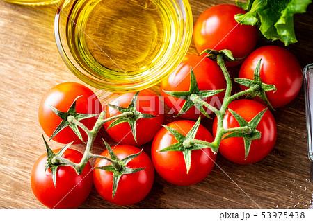 オリーブオイルと野菜 53975438
