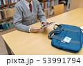 図書室 女子高生 タブレットの写真 53991794
