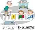 横断歩道12(歩行者と自動車2台) 54019579