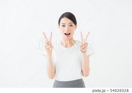 ビジネス ピース 20代女性(白背景) 54026328