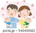 赤ちゃんを抱く夫婦(双子)18 54040082