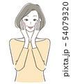 頬に手を当てる女性 54079320