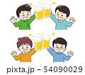 ビールで乾杯する若い男性 54090029