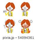 スマホを見る女性の表情バリエーション 54094361