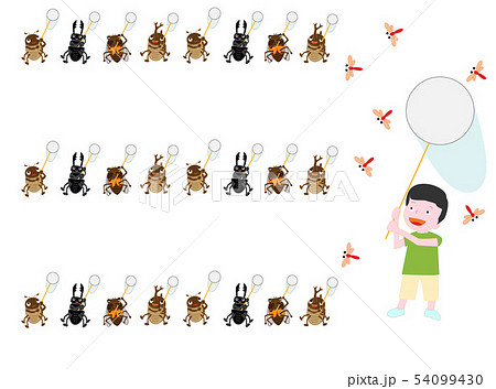 子供とカブトムシたちが網でトンボを捕まえている。 54099430