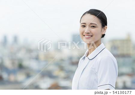 白衣 女性  54130177