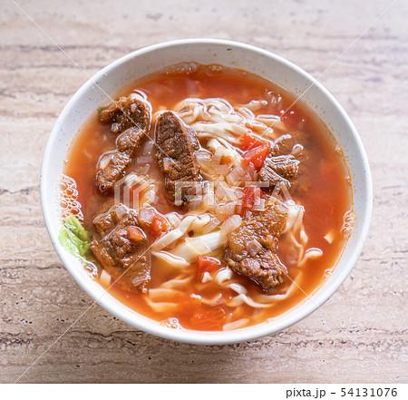 牛肉 牛肉麵 台灣 食物 拉麵 番茄 辣 肉 taiwan beef noodle ぎゅうにくめん 54131076
